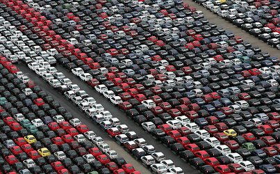 Cars Crowding the Valencia Docks - Photograph: Mike Hewitt/Getty